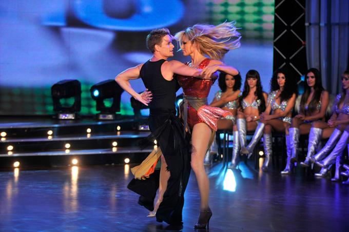 Bailando ao ritimo da musica 6