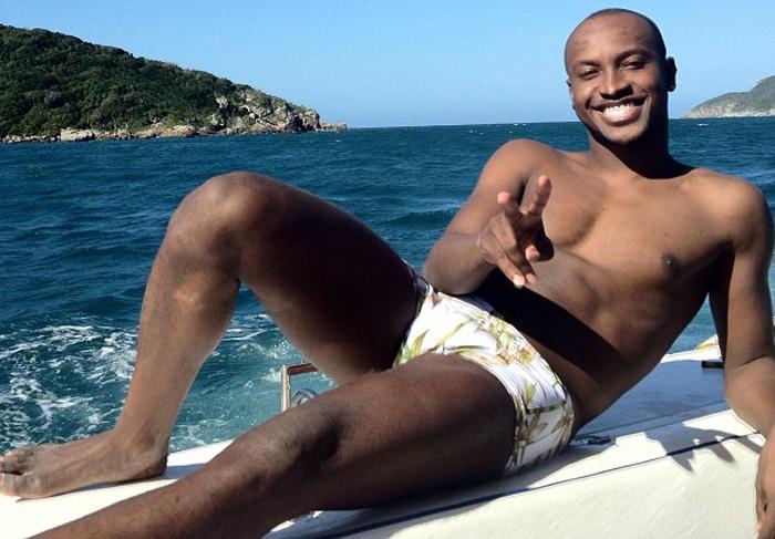 Thiaguinho posta foto só de sunga em passeio de iate | Ofuxico