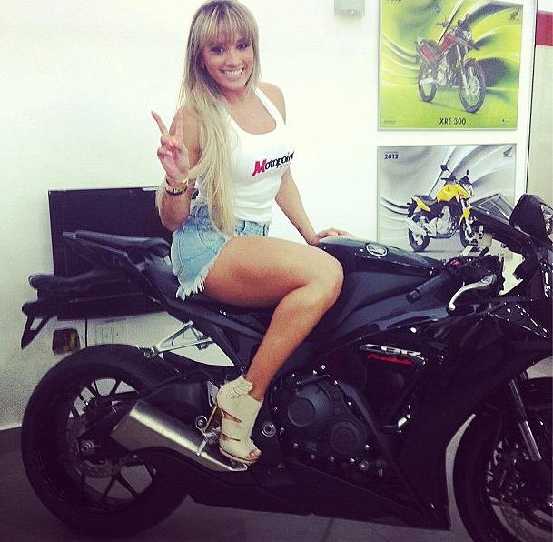 Juju Salimen, famosa em moto, gostosa em moto, Mulher semi nua em moto, Famous on bike, woman motorcycle, babes on bike, woman on bike, sexy on bike, sexy on motorcycle, ragazza in moto, donna calda in moto, femme chaude sur la moto, mujer caliente en motocicleta, chica en moto, heiße Frau auf dem Motorrad
