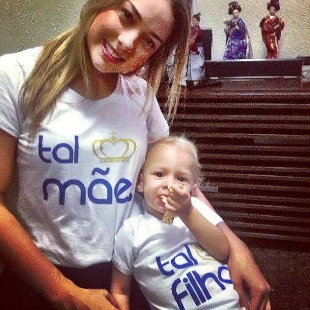 Mãe do filho de Neymar posta foto com camisa igual ao de Davi Lucca