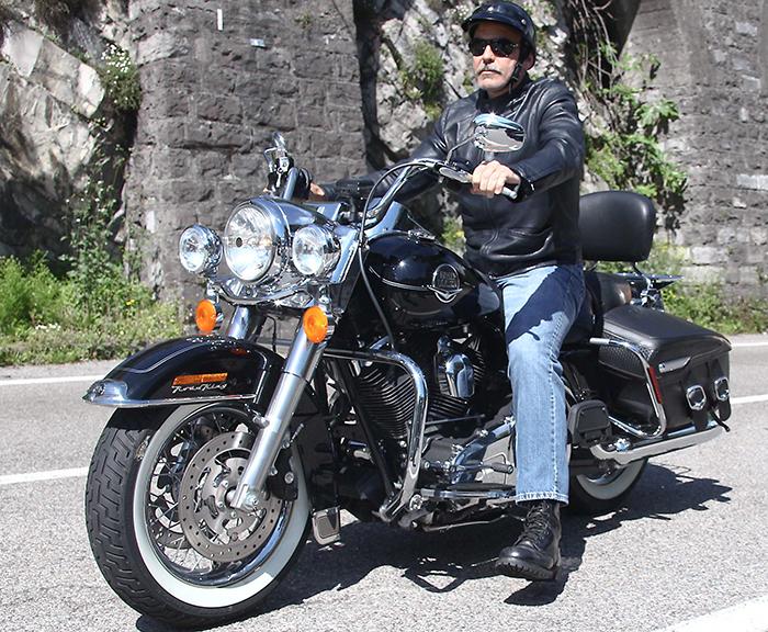 Andando de moto quase pelada 2 - 1 5