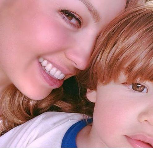 mãe apaixonada e publica fotos recentes dos filhos (FOTO POR EMAIL