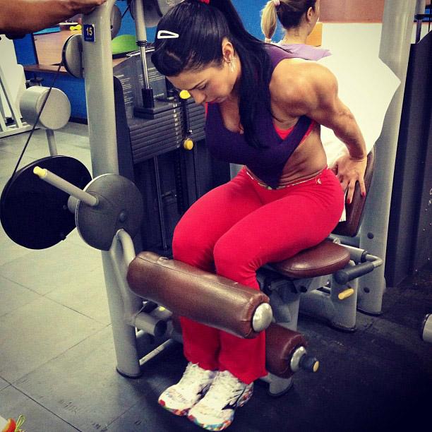 Gracyanne Barbosa publica imagens do treino deste sábado