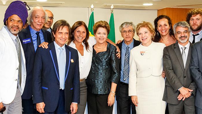 Roberto Carlos tem encontro com Dilma na votação do ECAD em Brasília