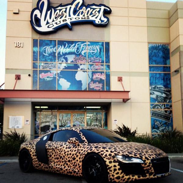 Justin Bieber pinta carrão com estampa de leopardo (FOTO POR EMAIL)
