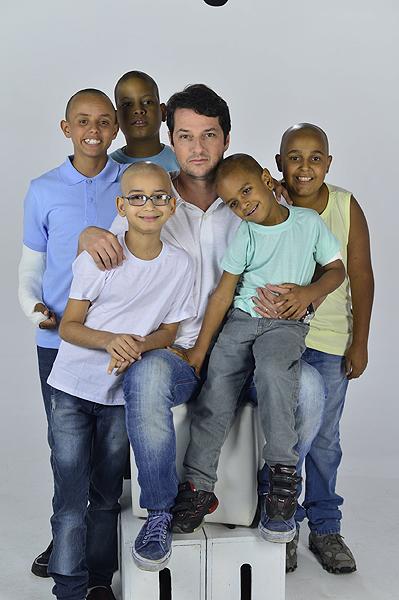 Marcelo Serrado grava campanha para entidade que ajuda crianças com câncer