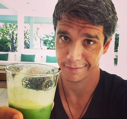 Marcio Garcia abre o dia com suco verde