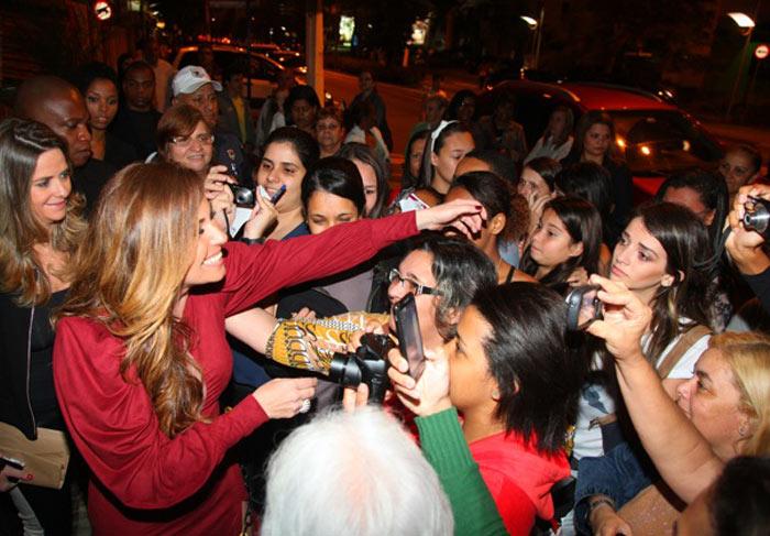 Giovanna atende aos fãs