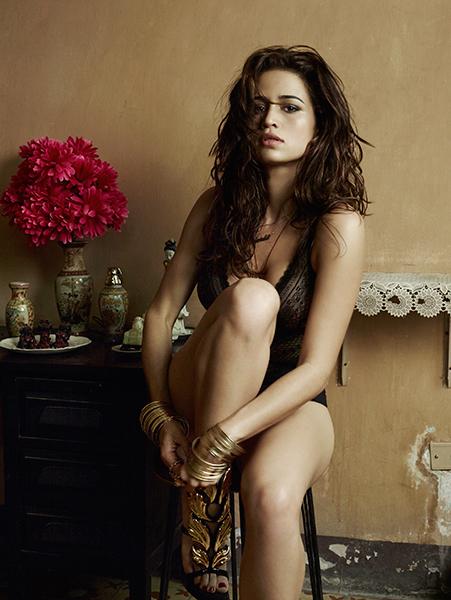 Playboy divulga primeira foto do ensaio de Nanda Costa