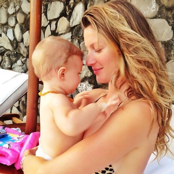 Gisele Bündchen coloca brincos na filha e causa polêmica nos EUA