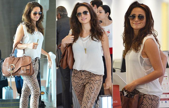 Nanda Costa exibe calça estilosa no aeroporto Santos Dumont