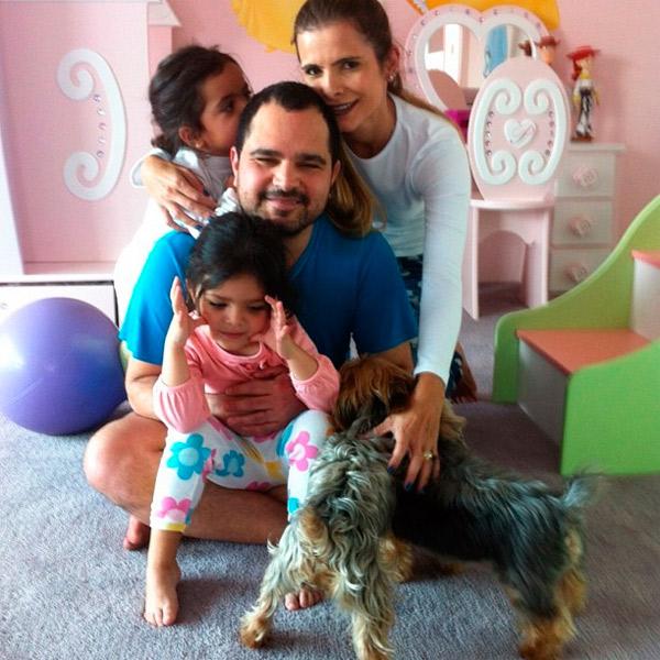 Luciano mostra foto ao lado da família após cirurgia da vesícula