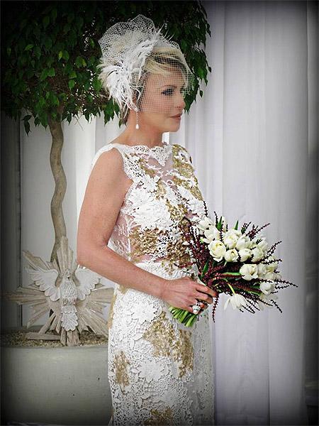 Ana Maria Braga posa vestida de noiva para capa de sua revista