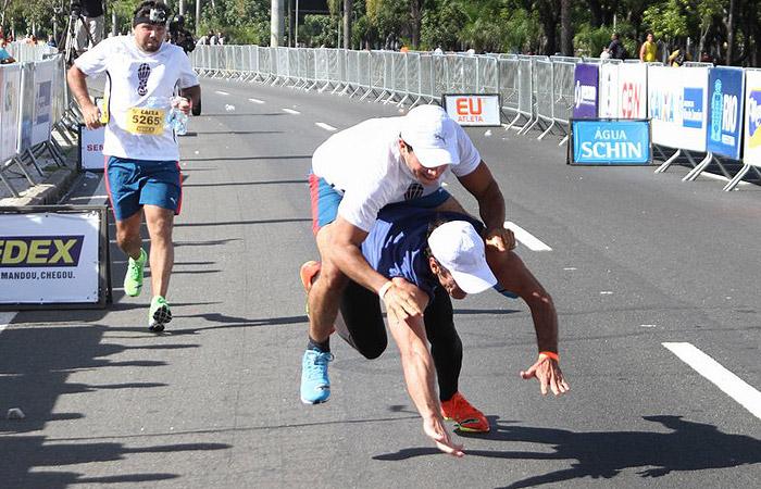 Carlos Machado e Anderson Di Rizzi se esborracham durante corrida