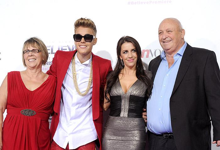 Justin Bieber leva a mãe à première do seu documentário, Believe
