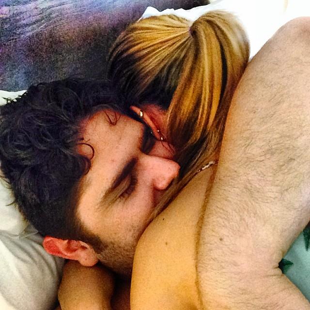 César Menotti filosofa sobre adultério em foto com a esposa