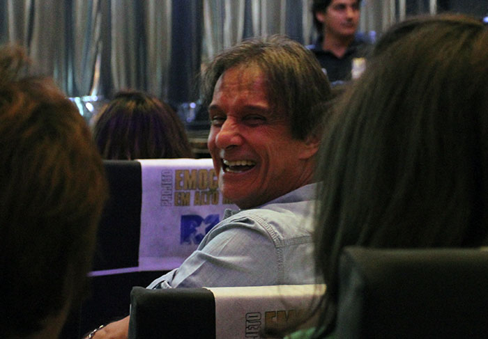Roberto Carlos questiona Laura Muller sobre orgasmo feminino e piercing na genitália