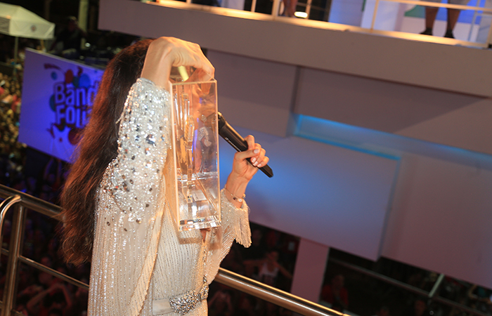 Ivete Sangalo ganha prêmio de melho cantora do carnaval de Salvador