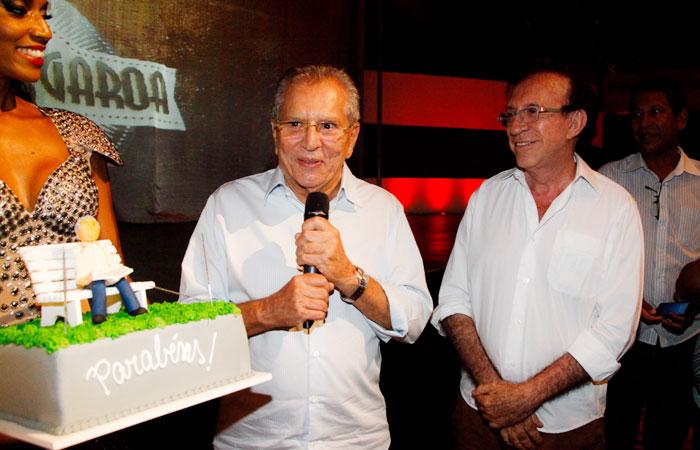 Carlos Alberto de Nóbrega comemora 78 anos ao lado dos amigos