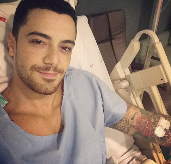 Felipe Titto posta foto no hospital, após cirurgia