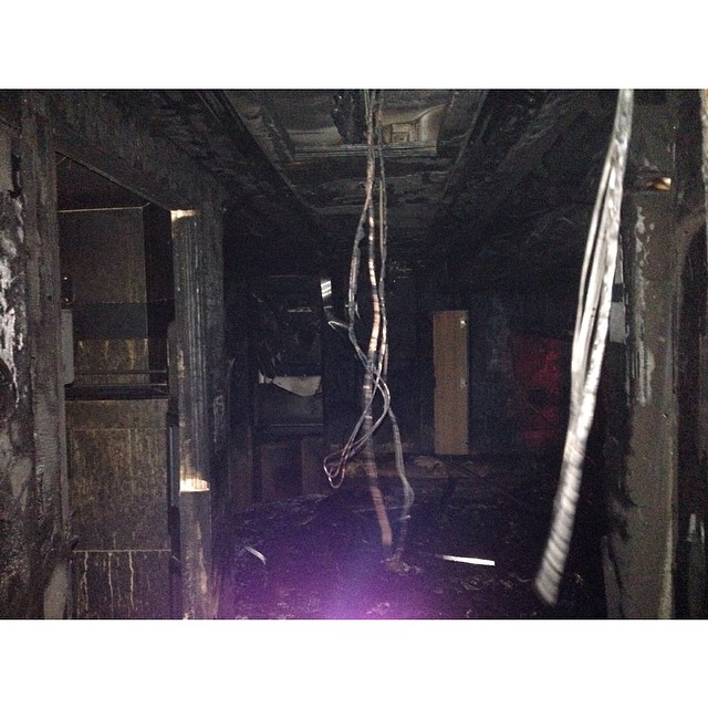Ônibus da turnê de Miley Cyrus pega fogo