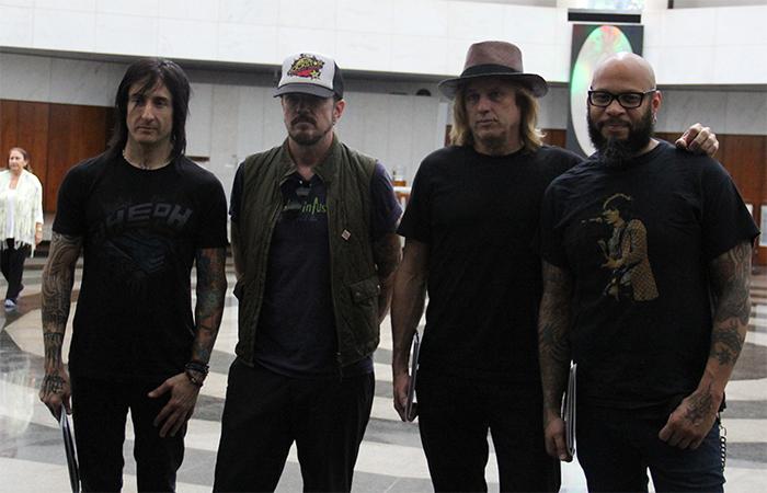 Ingressos Do Show De Guns N Roses Em Fortaleza Variam: Guns N' Roses Visita Templo Da Boa Vontade Em Brasília