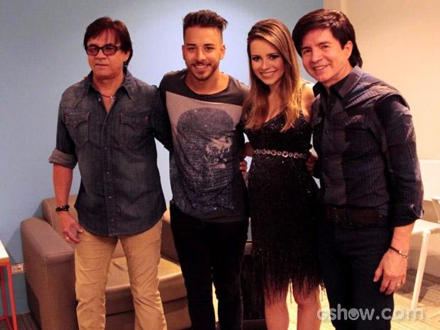 Sandy exibe sua barriguinha de grávida em gravação na Globo