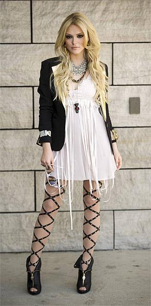 Isabelle Drummond vive personagem inspirada em Lindsay Lohan