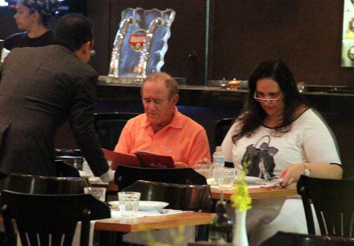 Renato Aragão e a esposa