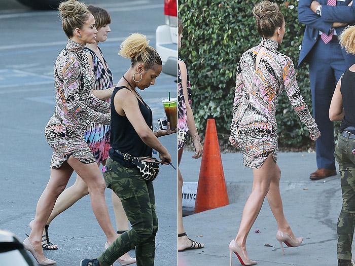 Vestido destaca bumbum de Jennifer Lopez