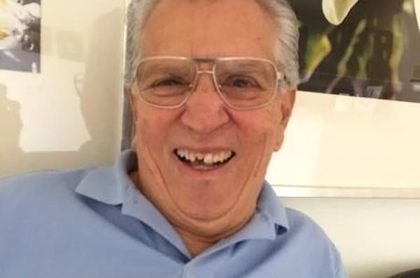Carlos Alberto de Nóbrega aparece com o dente da frente quebrado