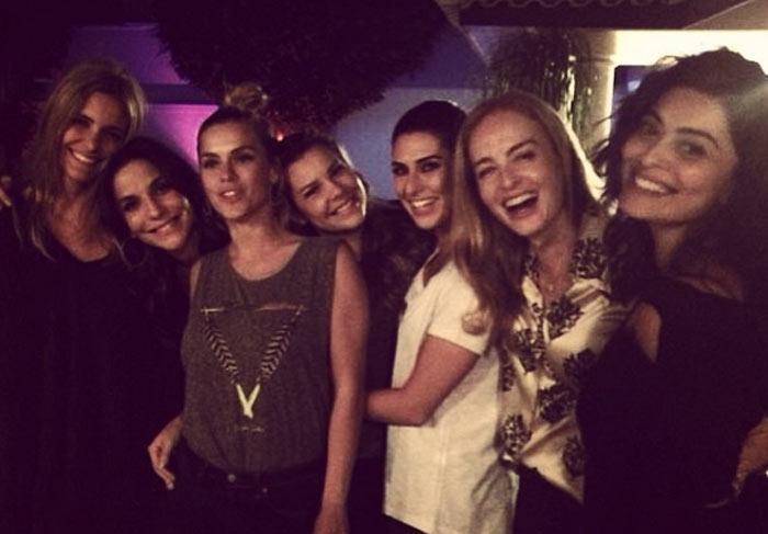 Ivete Sangalo ganha festa surpresa de Angélica, Fernanda Lima e mais famosos