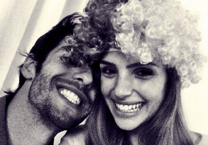 Kaká e Carol Celico curtiram juntinhos o jogo da Seleção Brasileira