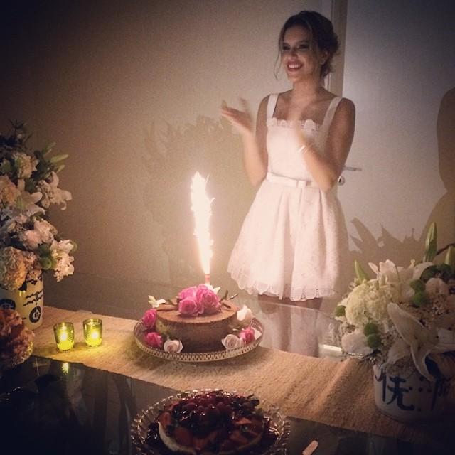 Mariana Rios ganha festa surpresa de aniversário  Ofuxico