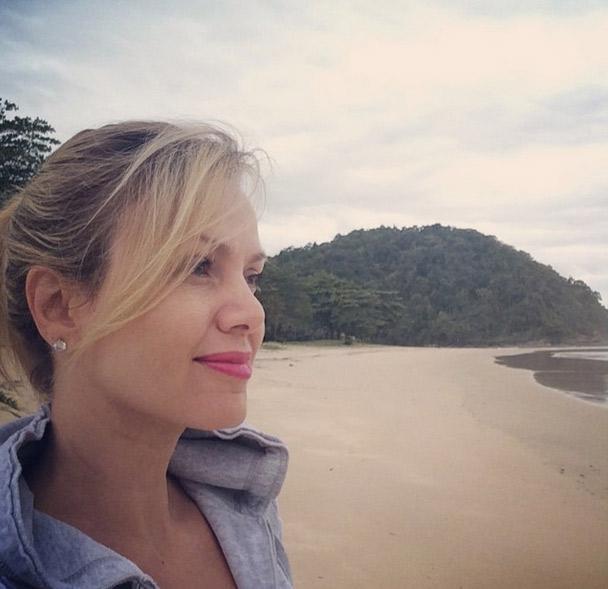 Eliana se despede das férias no litoral com selfie a beira-mar