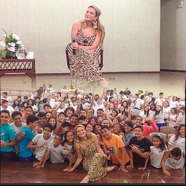 Geisy Arruda conversa sobre bullying com crianças e adolescentes Geisy Arruda conversa sobre bullying com crianças e adolescentes