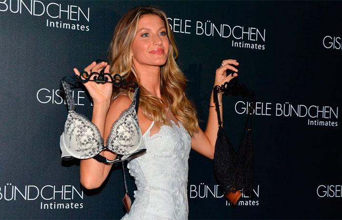 Charmosa, Gisele Bündchen lança coleção de lingerie em São Paulo