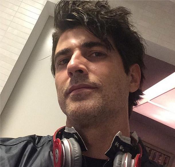 Reynaldo Gianecchini se despede do cabelo grisalho, mas continua gato como sempre
