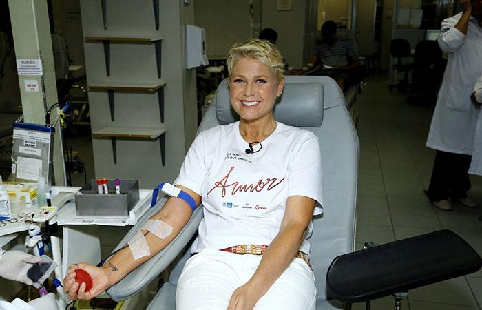 Xuxa faz doação de sangue no Rio de Janeiro
