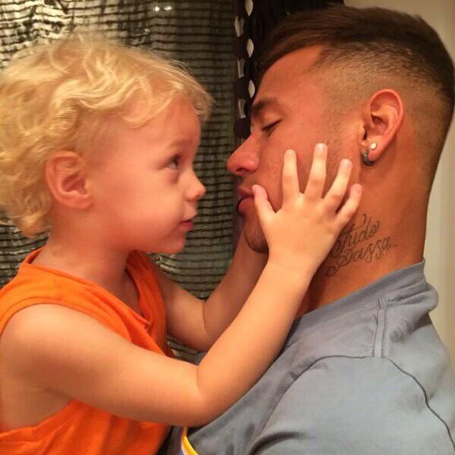 Neymar mostra carinho de Davi Lucca e fala das saudades do filho