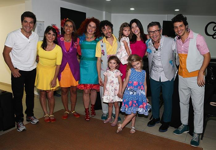Daniel curte show da Palavra Cantada com a mulher e filhas