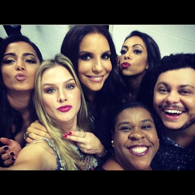 Ivete Sangalo, Anitta e outros famosos prestigiam peça de teatro no Rio