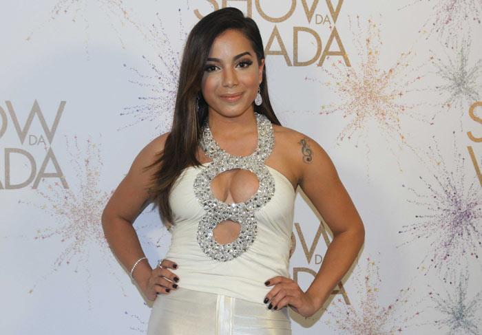 Anitta grava Show da Virada. Confira o look!