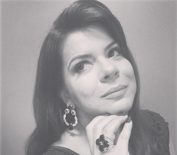 Mara Maravilha posta foto nos bastidores da gravação do programa de Silvio Santos