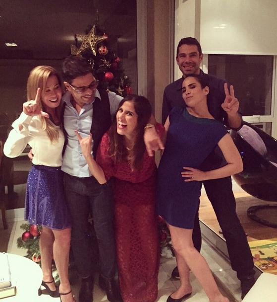 Zezé Di Camargo troca farpas com internautas após passar Natal com toda a família