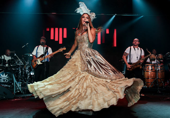 Ivete Sangalo se apresenta no tradicional Baile Vogue
