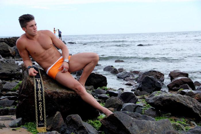 Salvador: Mister Universo Rio de Janeiro aproveita clima de folia e faz ensaio em praia baiana
