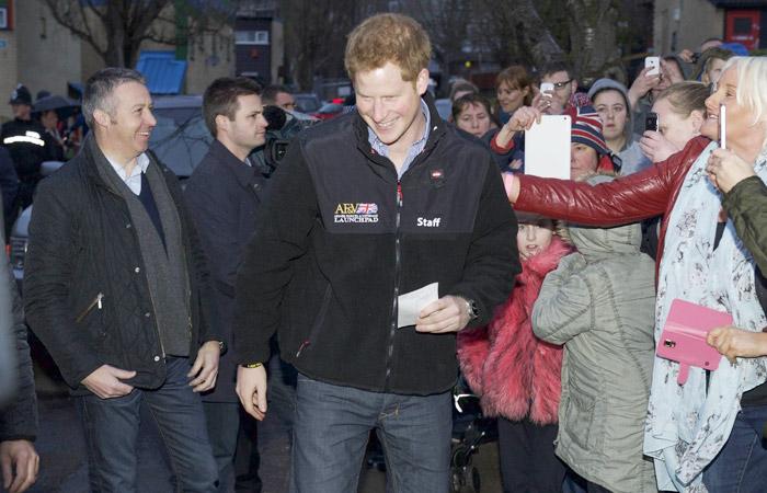 Príncipe Harry visita veteranos das Forças Armadas
