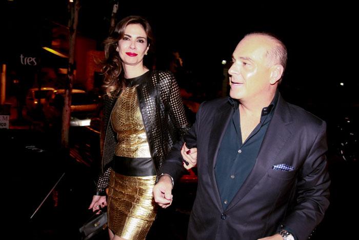 Luciana Gimenez chega em restaurante com o marido em carro de R$2 milhões