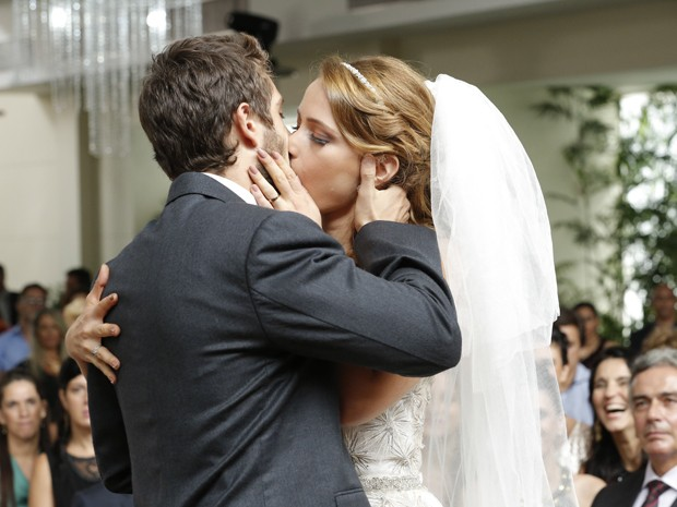 Império: Cristina se casa com Vicente no lugar de Maria Clara
